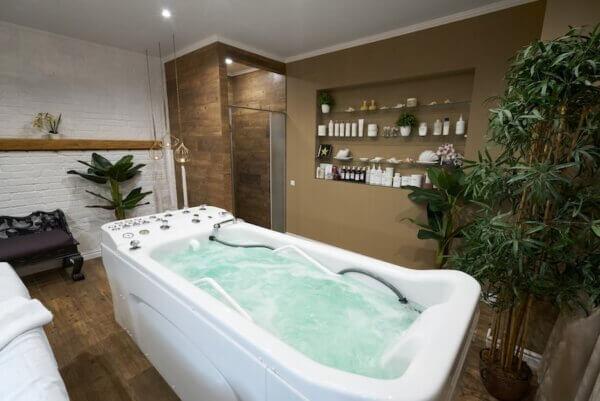 Гидромассажная ванна в Киеве